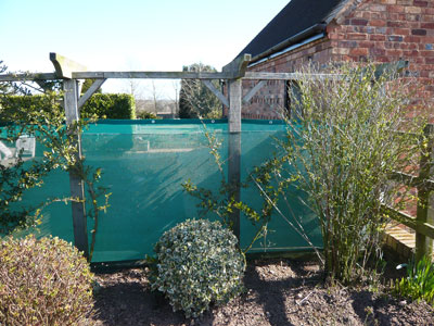 Garden greenhouse netting weld mesh for Garden windbreak designs