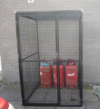 Small outdoor gas storage container