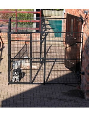 Metal dog run 8ft x 8ft 3 sided